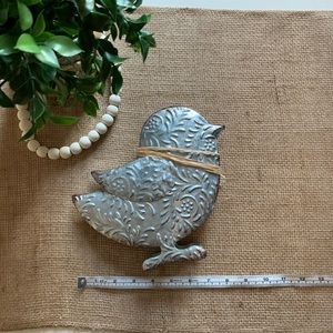Shabby Chic metal Chick for your rustic Farmhouse